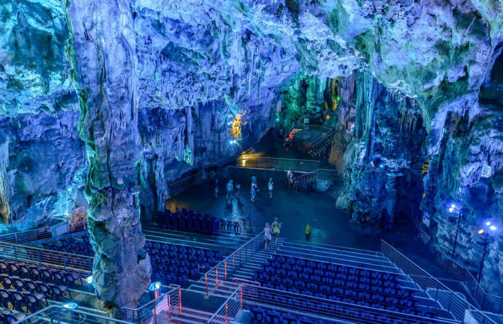 10 случаев, когда не захочется уезжать: самые удивительные пещеры в мире