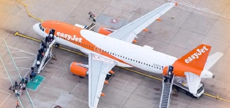 Самолет экстренно развернули из-за сообщения о бомбе. Все оказалось ложью студента, не желавшего видеть родителей