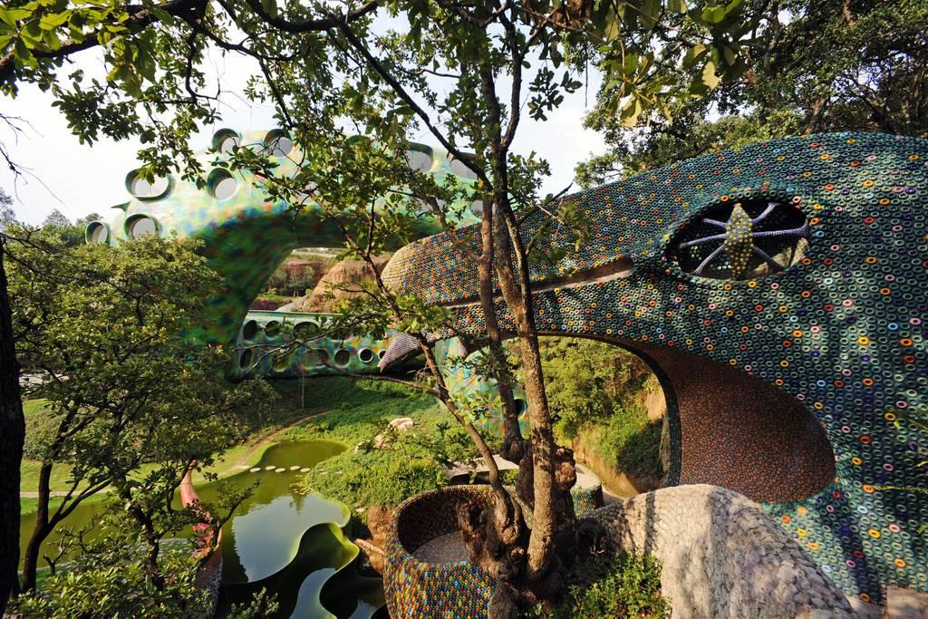 Удивительный отель в форме змеи в Мексике привлекает тысячи туристов