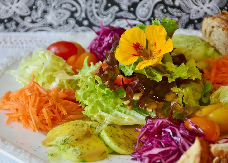 Мытье овощей и фруктов белым уксусом: избавляемся от возможных неприятностей со здоровьем