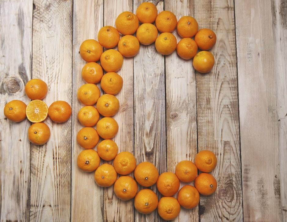 Сухие волосы и синяки: все сигналы тела, что вам срочно нужен витамин С