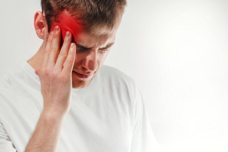 Облегчение через минуту: массаж с маслом мяты спасет от мигрени
