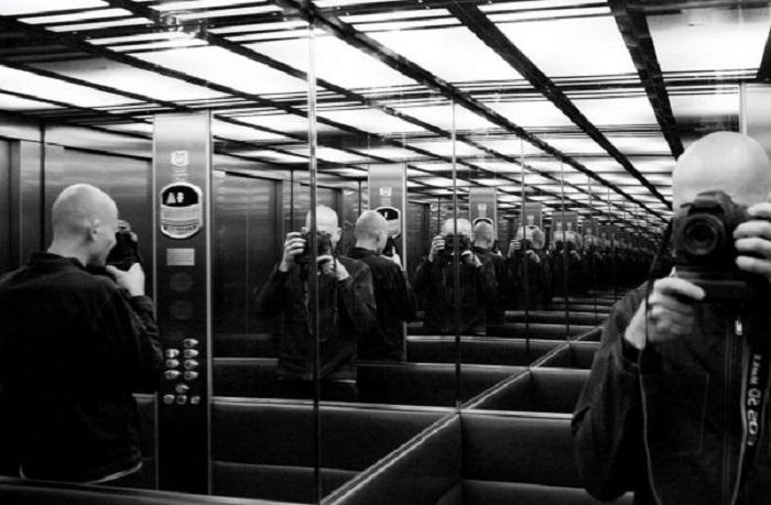 Для чего внутри лифтов и рядом с ними устанавливают зеркала