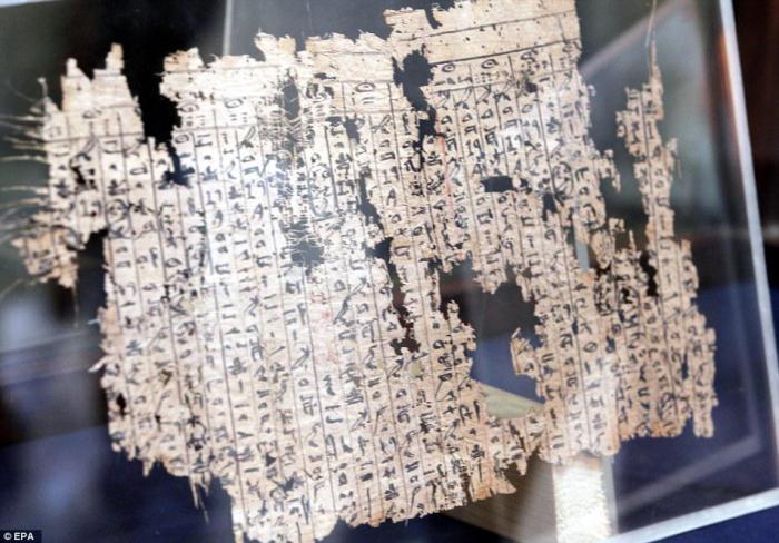 Старинный папирус раскрывает детали строительства Великой пирамиды (7 фото)