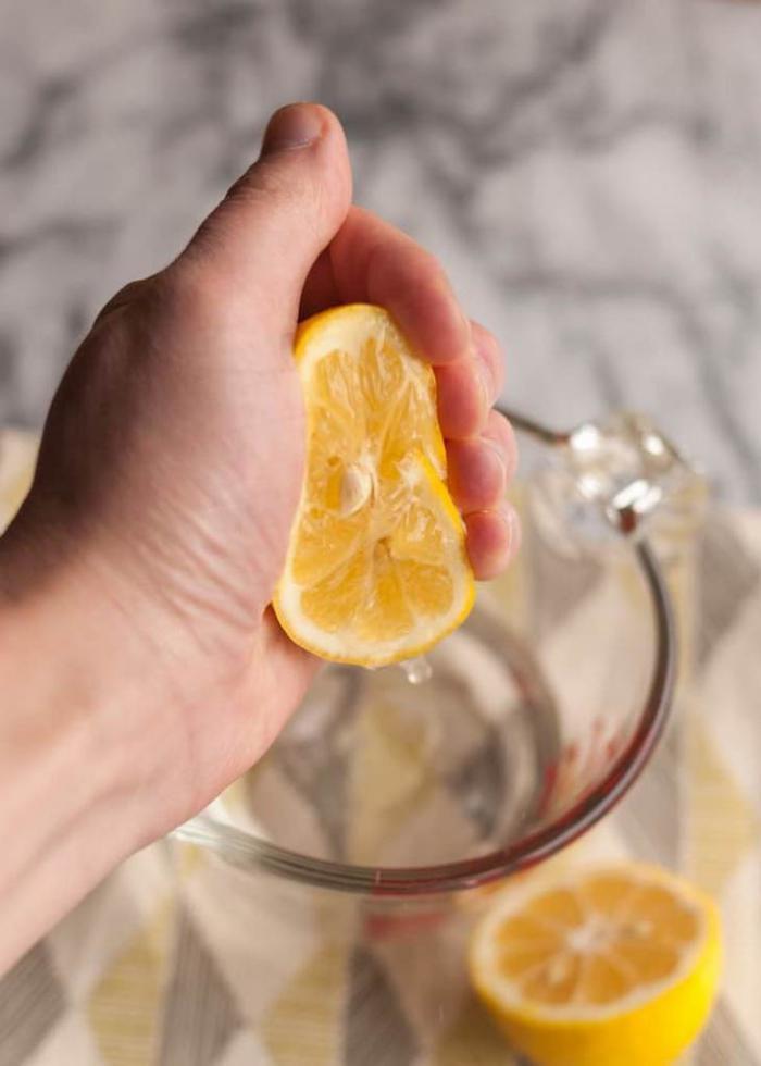 очистка микроволновки при помощи лимона