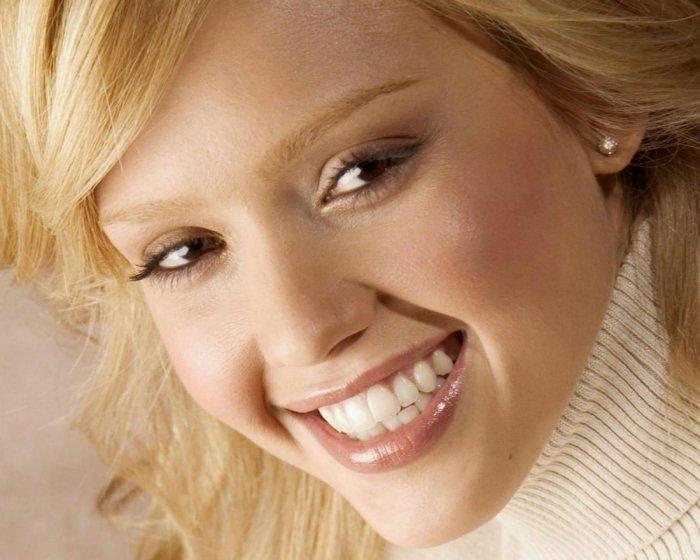 как научиться красиво улыбаться с зубами