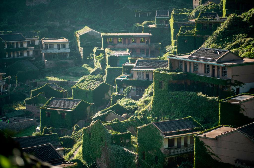"""""""Деревня призраков"""" в Китае - одно из самых популярных туристических направлений. Путешественники желают разгадать тайну ее происхождения"""