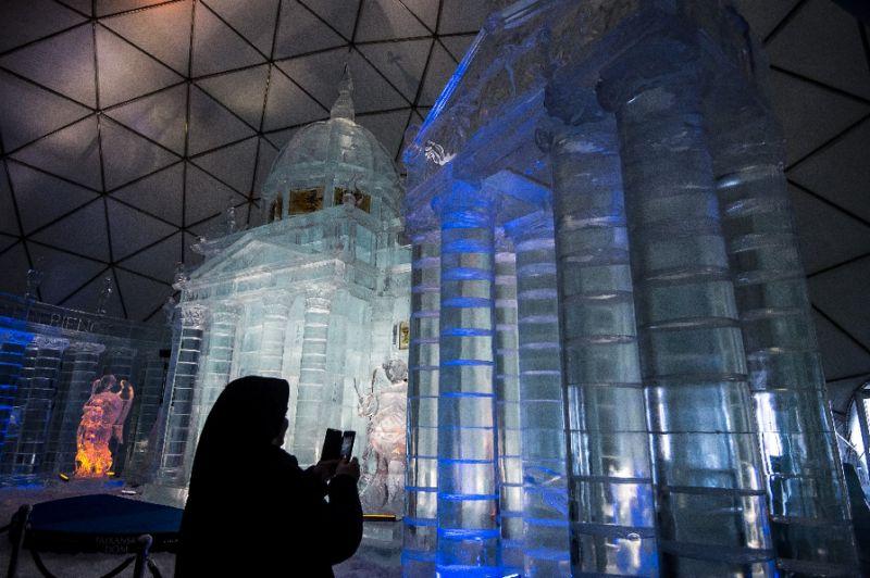 Ледяная церковь Словакии приближает посетителей к небесам
