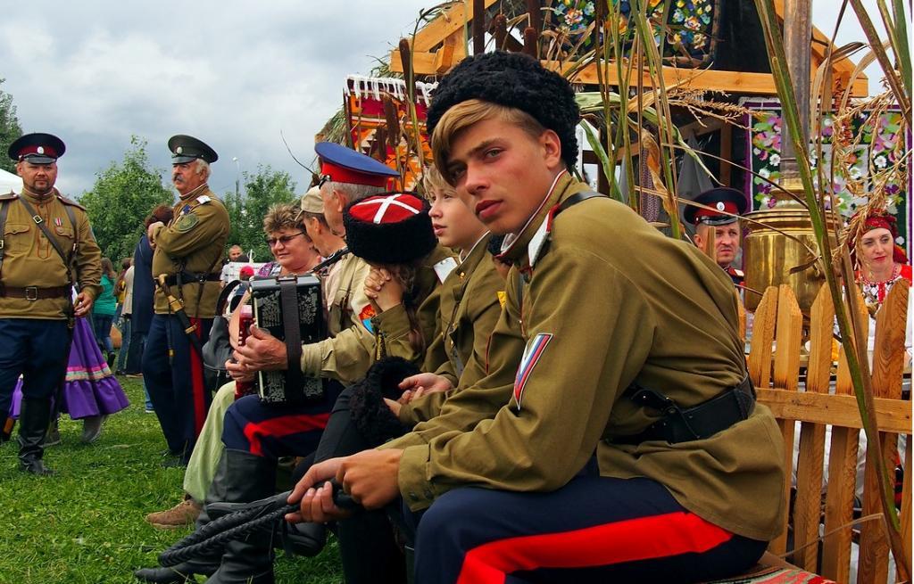 Дурында, Козел и Кривопляс: как казаки получали свои фамилии, и чем они отличаются от обычных русских