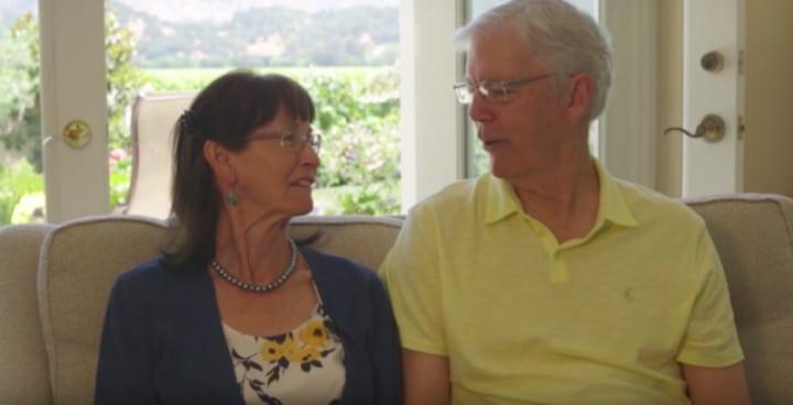 Отец заставил дочь отменить свадьбу. Через 47 лет газетные вырезки, найденные в кошельках матерей, переворачивают жизнь влюбленных