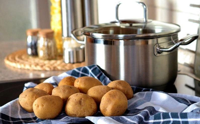 Токсины, повышенный уровень сахара: чем еще вреден картофель