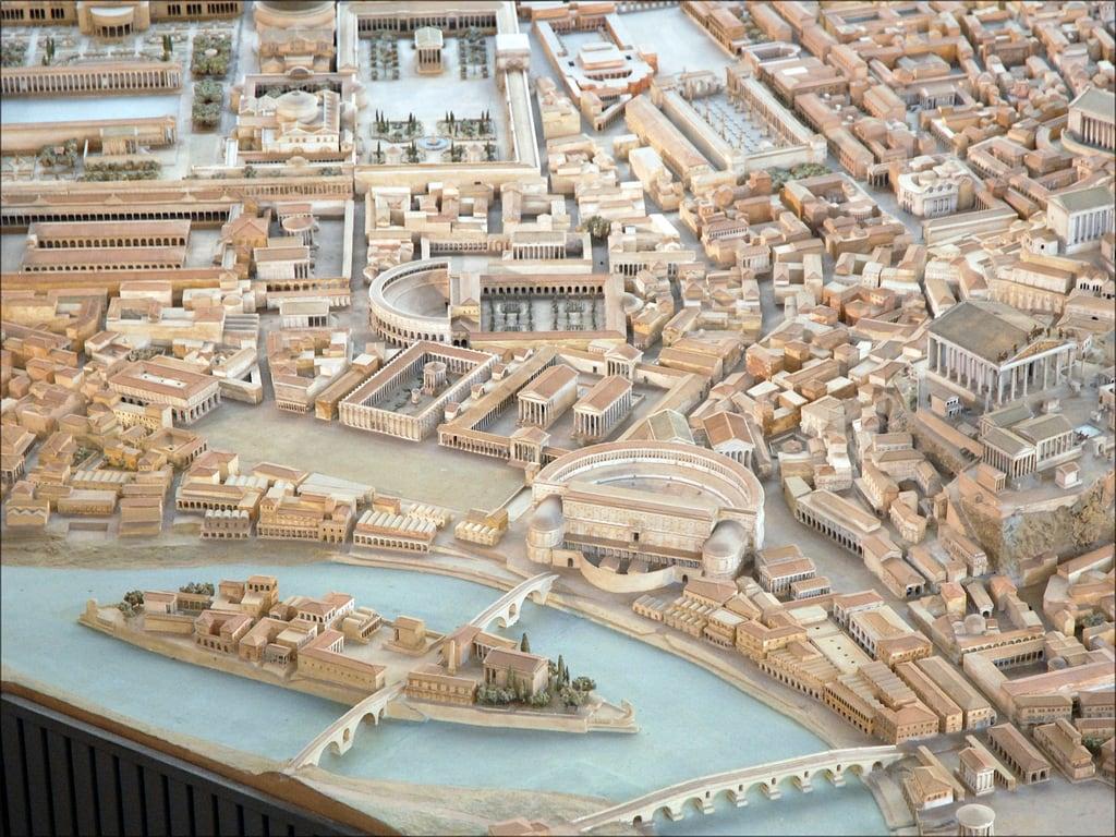 Археолог потратил более 35 лет на создание массивной модели древнего Рима