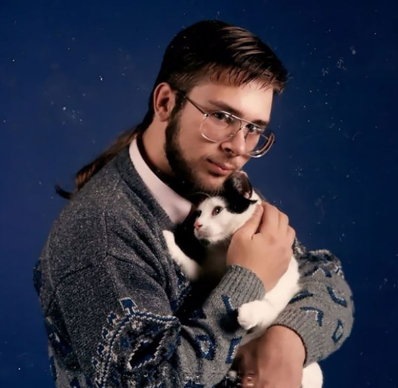 Крутые или сумасшедшие: смешные фотосессии мужчин и их кошек