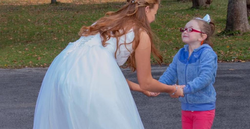 Маленькая девочка приняла невесту за Золушку. Новобрачная решила подыграть малышке