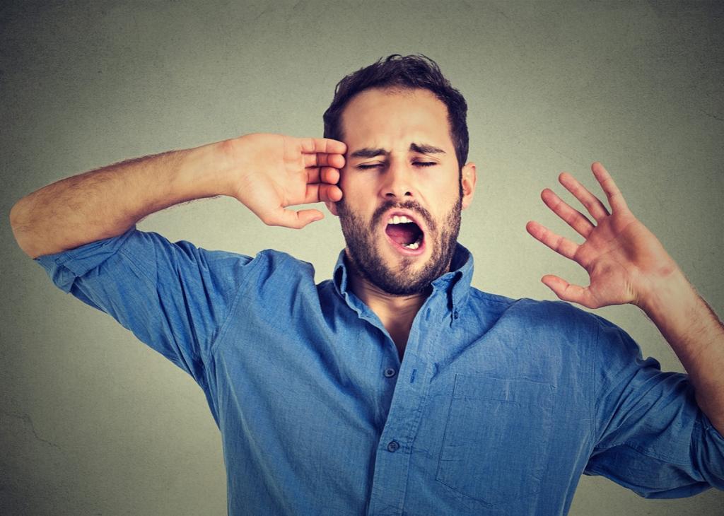 Ученые объяснили, почему хочется зевать при виде зевающего человека. Страдают ли животные от «заразной зевоты»