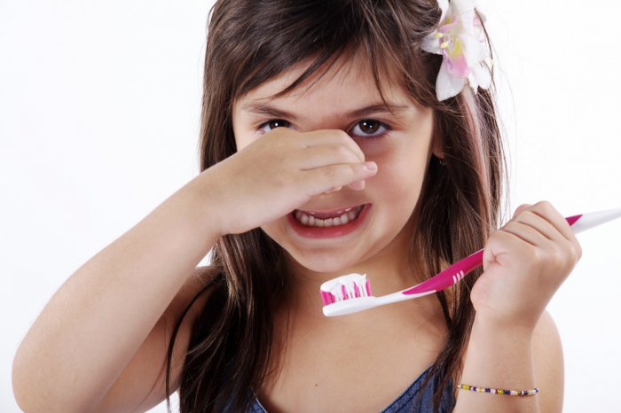 причина плохого запаха изо рта у ребенка