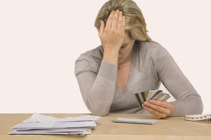 стоял Кто уполномочен списывать долги с банковской карты это было