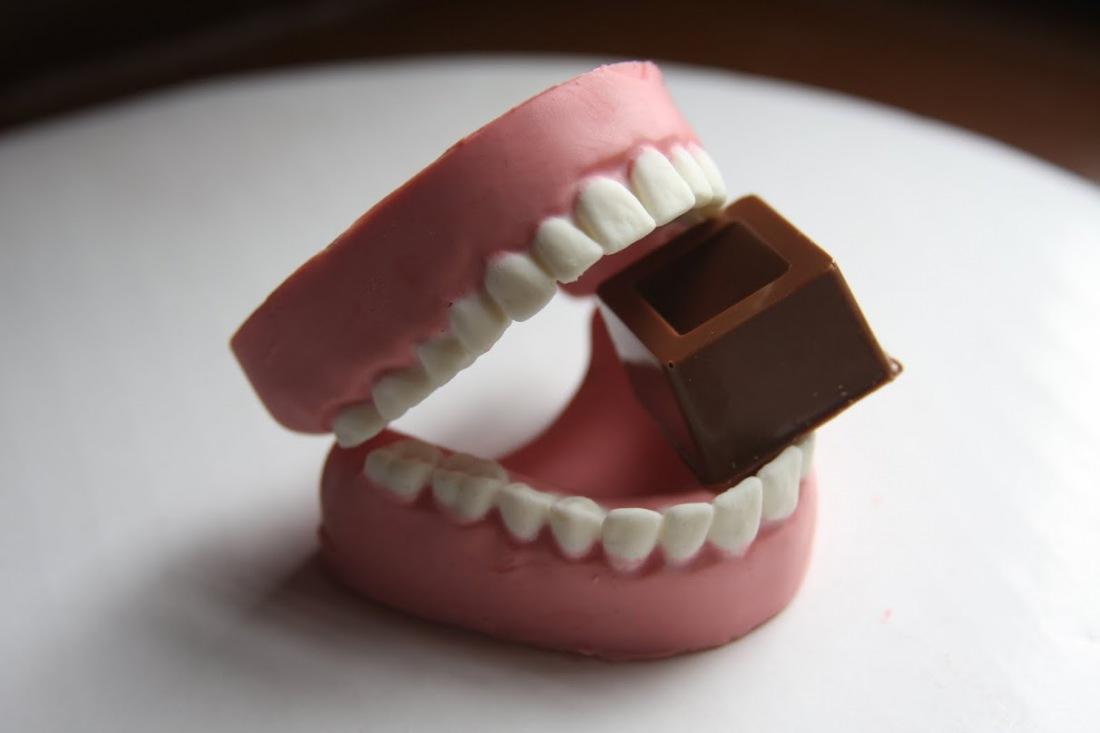 Чем шоколад полезен зубами