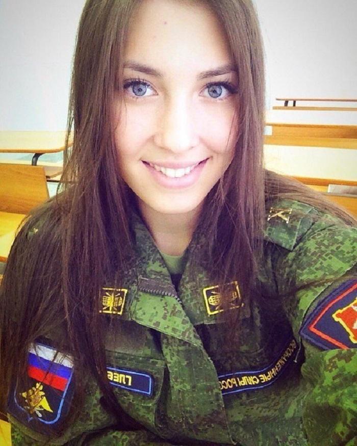 «Красота в погонах»: фото настоящих красавиц, состоящих в рядах Вооруженных Сил РФ