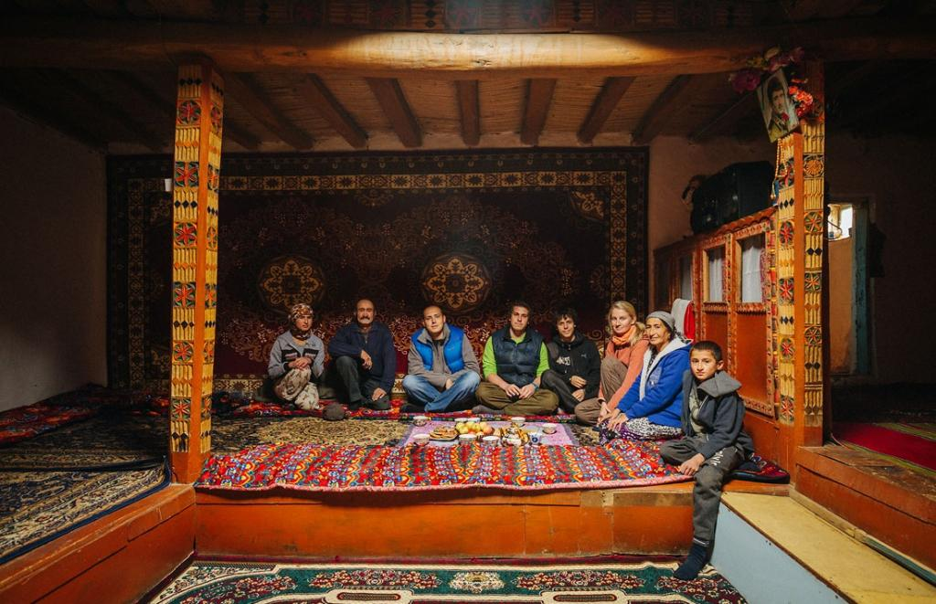 В России они гастарбайтеры: а как таджики живут на родине (это совсем иной мир)