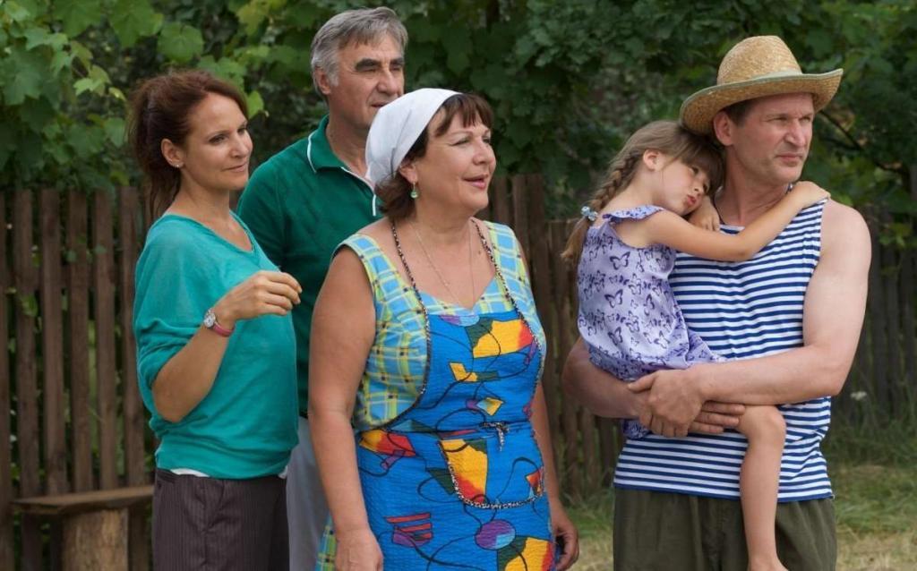 """Актеры те же, приключения новые: в седьмом сезоне сериала """"Сваты"""" семья Будько перенесется в прошлое"""