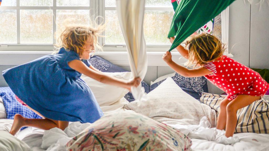борьба подушками картинка есть совсем