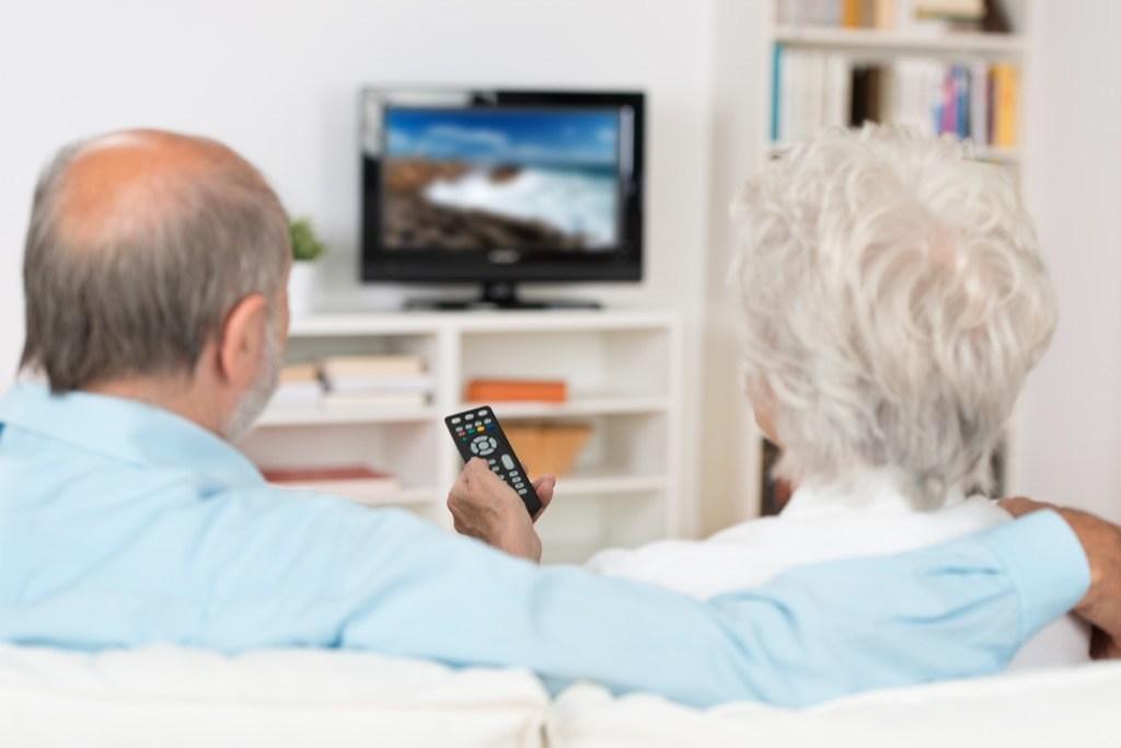 Привычки пожилых людей, которые вызывают недоумение у молодежи