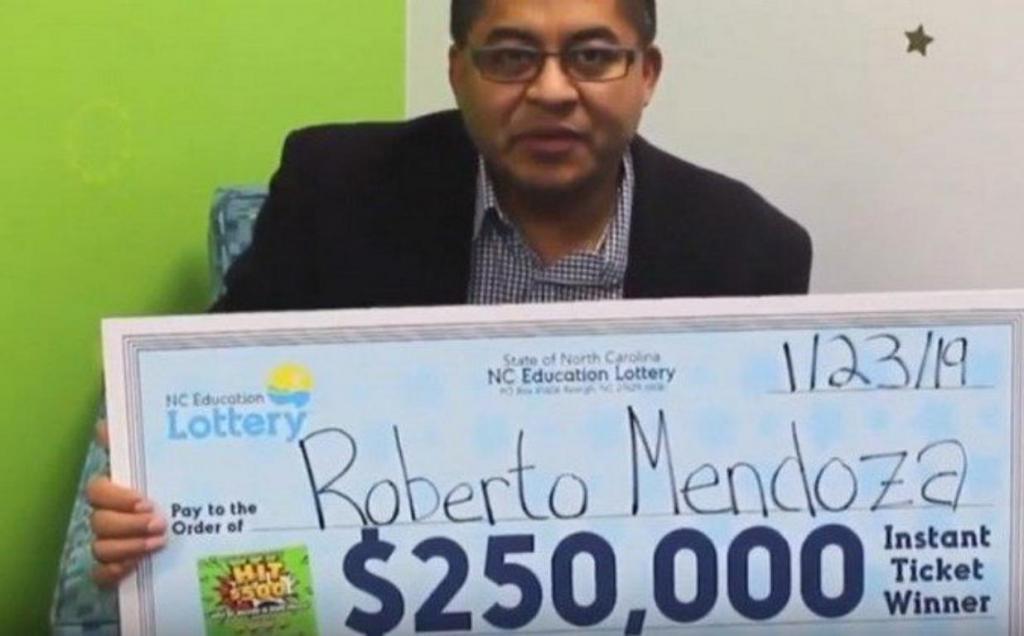 Часто голодавший в детстве мужчина выиграл 250 000 долларов в лотерею. На эти деньги он накормил нуждающихся
