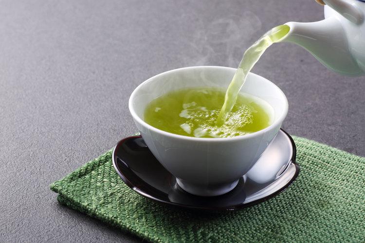 Диетологи их рекомендуют, но с ними надо быть осторожными: рыбий жир, зеленый чай и еще несколько продуктов