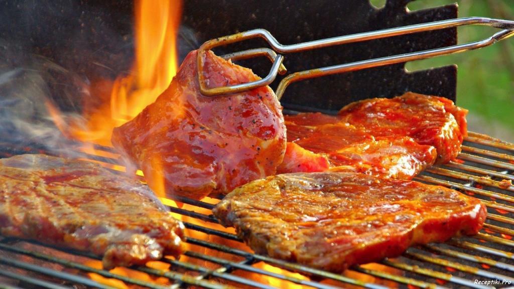 Сезон шашлыков открыт, но ученые предупреждают: приготовленное на открытом огне мясо может быть опасным для здоровья