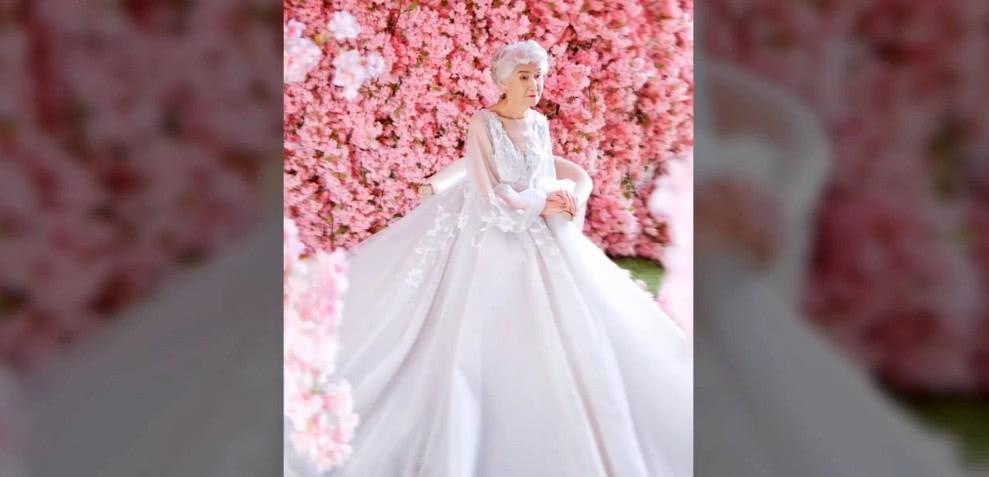 В молодости у женщины не было возможности сделать свадебные фото. Внучка сняла 89-летнюю бабушку в свадебном платье