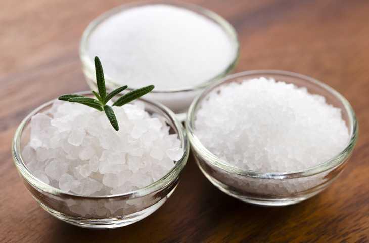 Пресная еда, жажда и другие симптомы переизбытка соли в организме человека