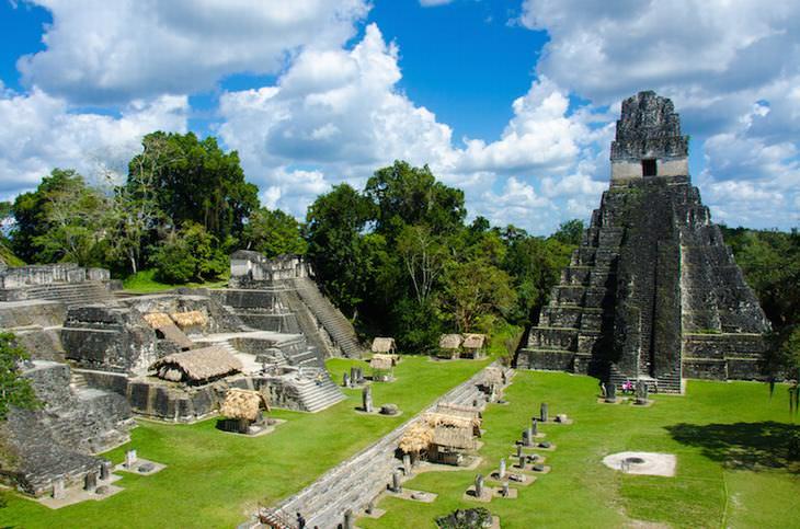 От Ирака до Мексики: самые впечатляющие ступенчатые пирамиды, сохранившиеся до наших дней