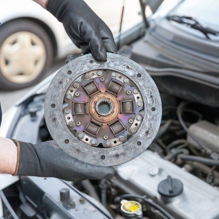 10 проблем с автомобилем, которые не стоит исправлять самостоятельно
