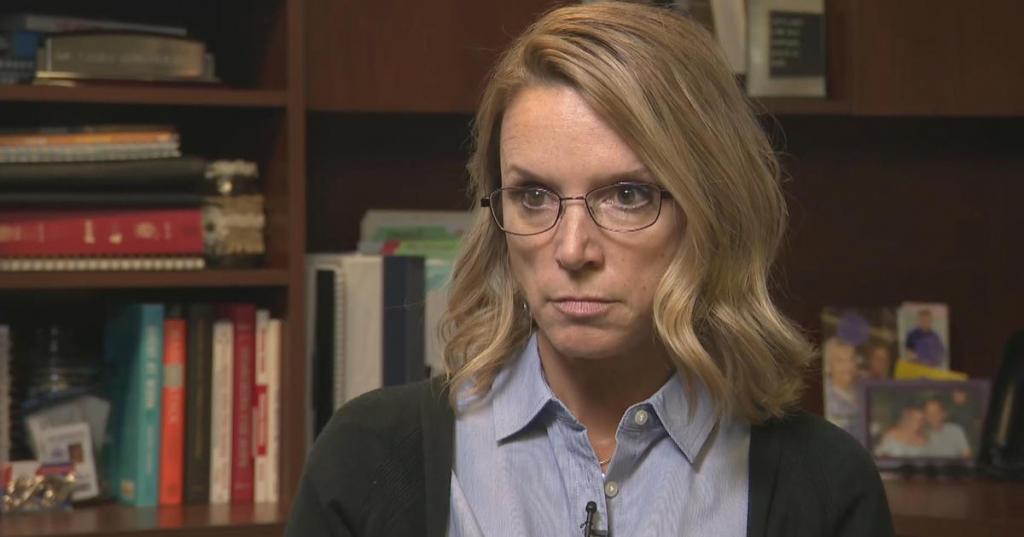 Наказали за доброе дело: учительница вылечила школьника за свой счет и угодила под арест как мошенница