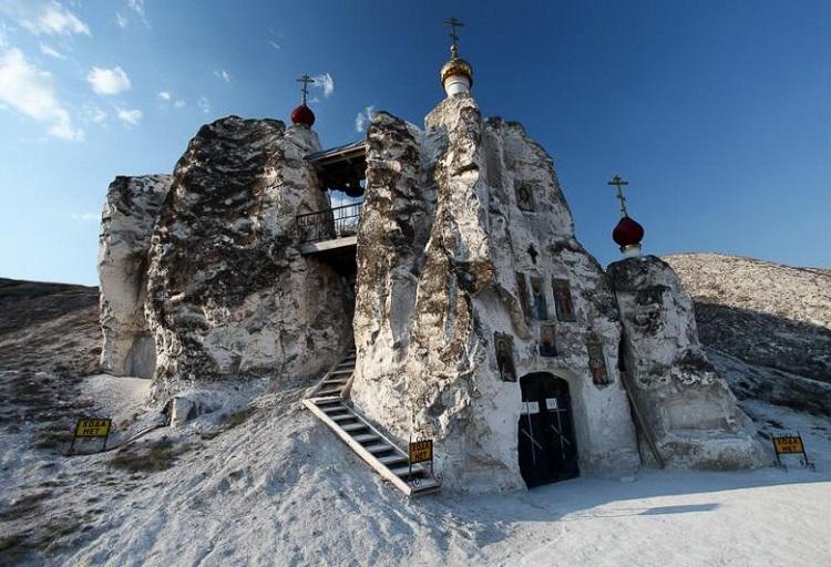 Красота и колорит: 7 мест в России, которые можно принять за декорации для сказок. Фото