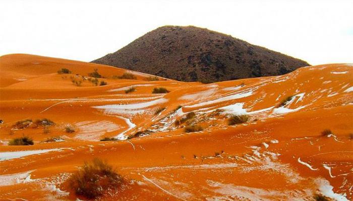 Заснеженные дюны в пустыне Сахара