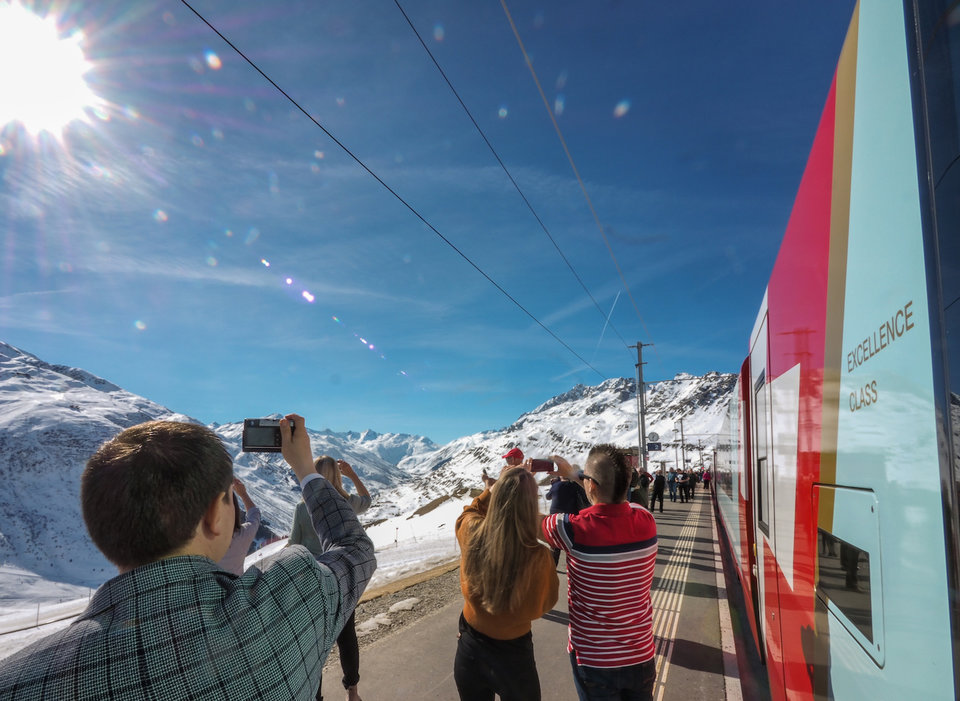 """Как проходит путешествие в """"Превосходном классе"""": меню из семи блюд и панорама Швейцарских Альп"""