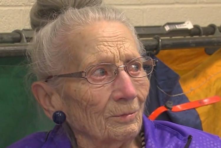 Дружба с почтальоном спасла ей жизнь: история одинокой 94-летней старушки