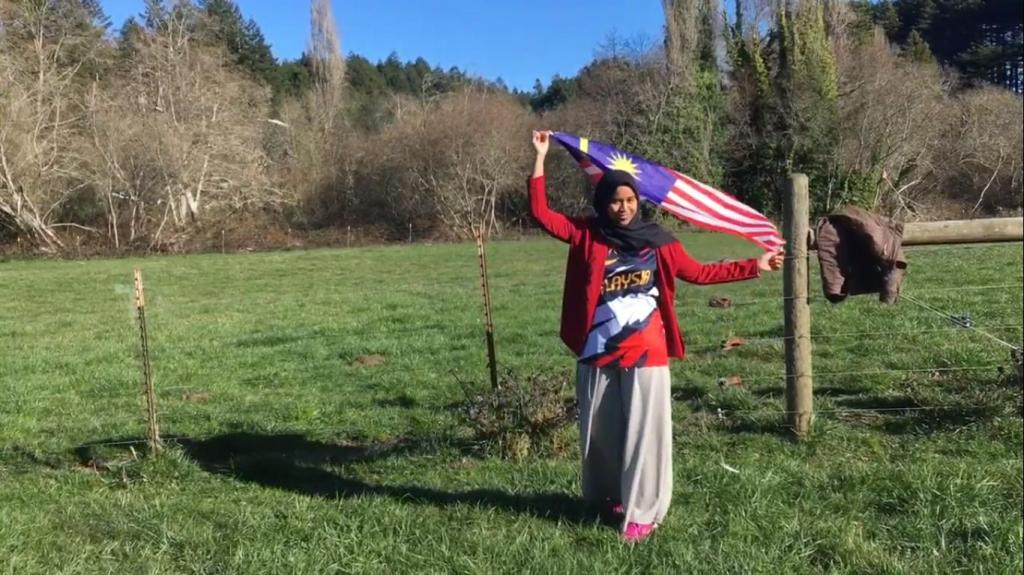 Студентка-мусульманка из Малайзии, которой негде было молиться, не разочаровалась в американцах: трогательная история о взаимопомощи и доброте