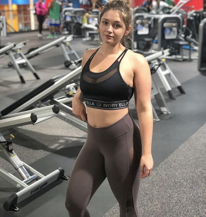 Одноклассники презирали ее за лишний вес, а она активно заедала обиды. Стоило девушке полюбить себя, как все изменилось