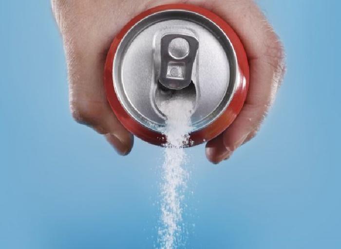 """Мужчина поставил эксперимент: что будет с организмом, если пить 10 банок """"Кока-колы"""" в день? Результаты"""