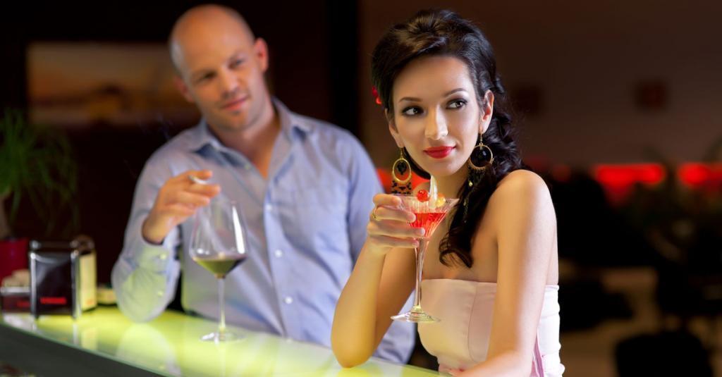 Мужчины объясняют, почему они смотрят на других женщин даже тогда, когда состоят в отношениях