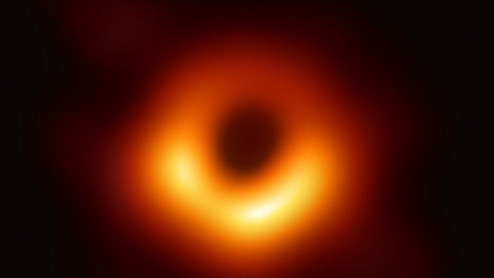Кэти Боуман, сфотографировавшая черную дыру, подверглась нападению интернет-троллей