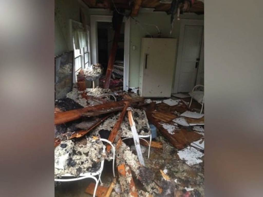"""""""Она часть меня"""": 90-летний муж спасает жену во время пожара в их доме"""