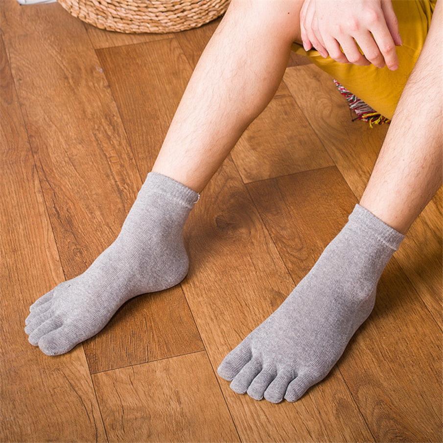 Одни люди надевают штаны, потом носки, другие – наоборот: а как правильно