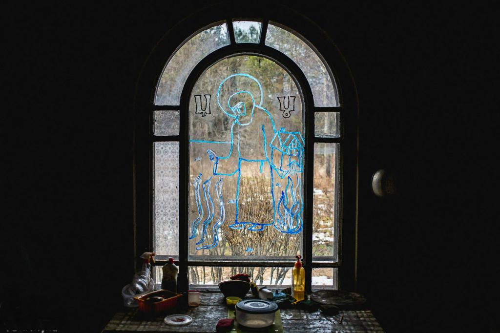 Словно из сказки: как выглядит изнутри старинный деревянный дом-терем из заброшенной русской деревеньки Погорелово
