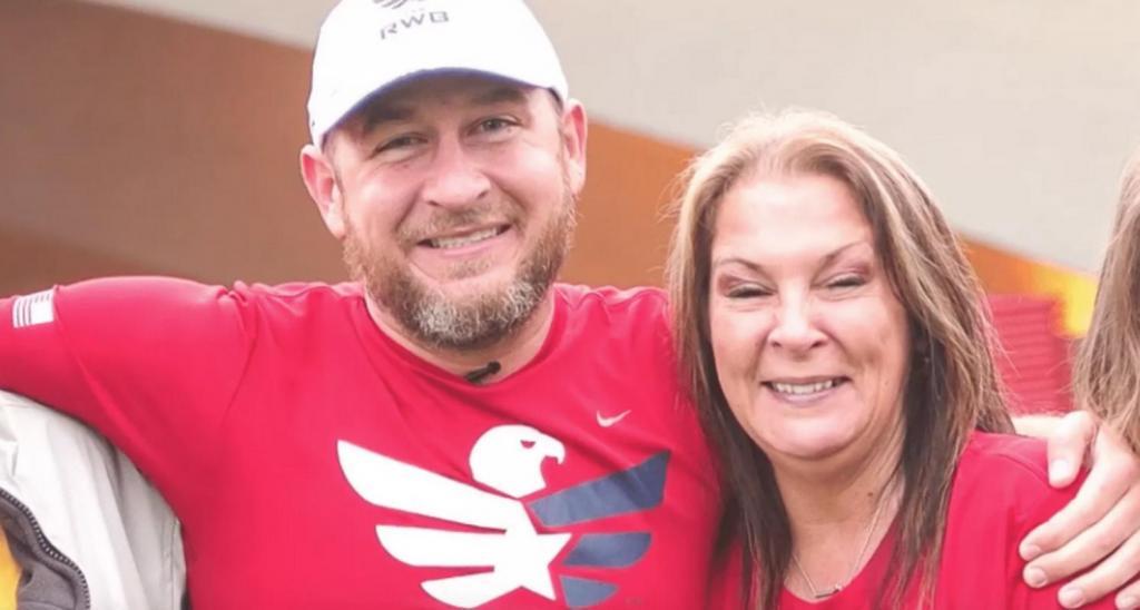 Мать отдала ребенка на усыновление и думала, что уже не встретится с ним. Через 35 лет женщина увидела сына прямо перед собой