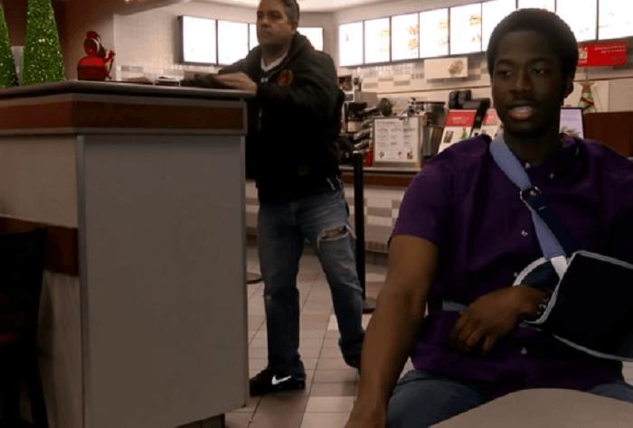 Юноша пришел на работу со сломанной рукой, но встал за стойку, так как надо было заработать деньги для бездомных