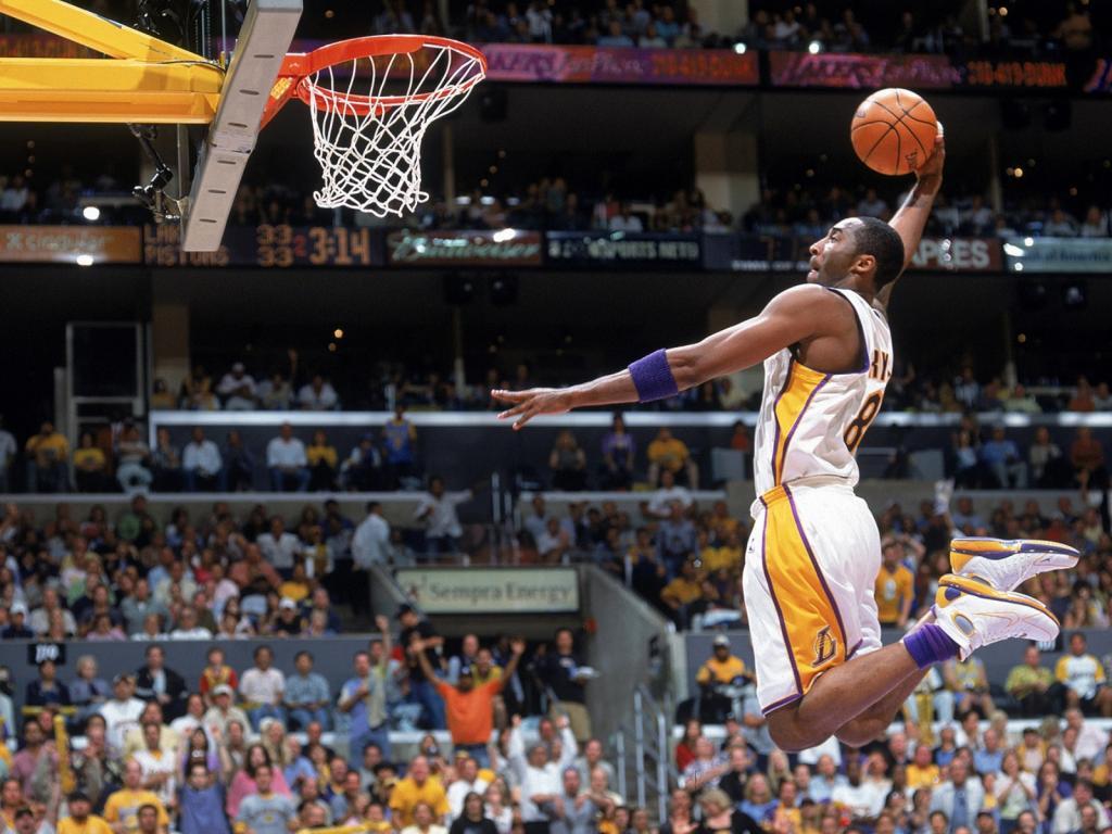 фото баскетболиста с мячом рода дерена белого